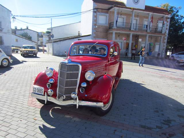 asociacion_de_coches_clasicos_los_cacharritos_parador_de_oropesa023.jpg